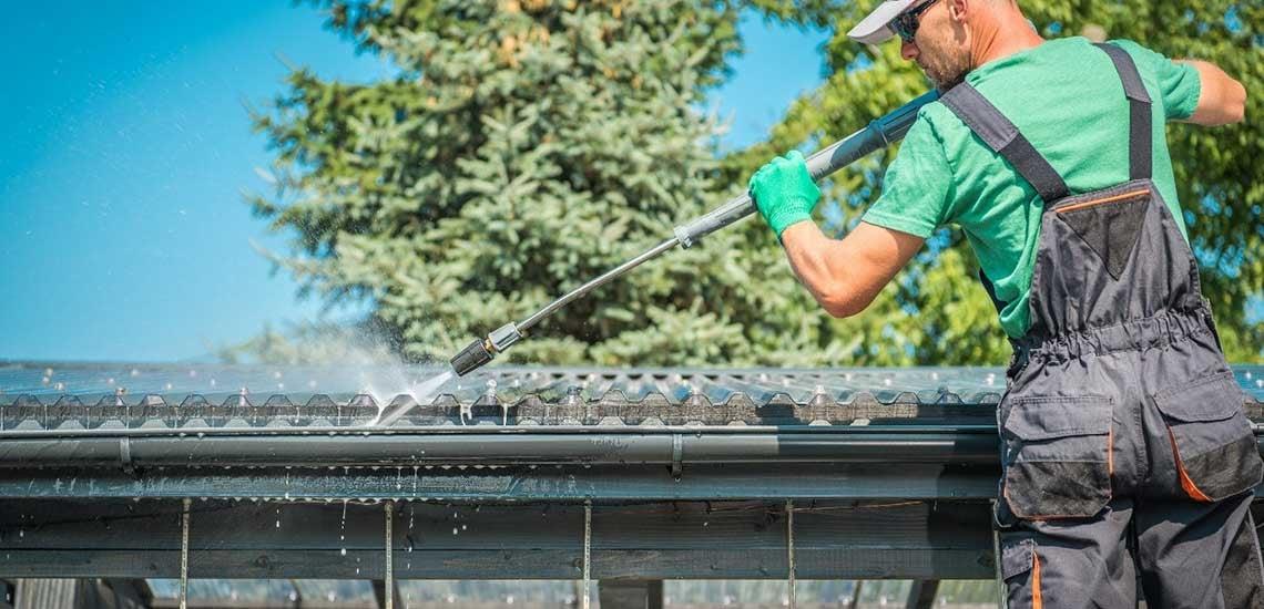 Tetőnagytakarítás szakember segítségével
