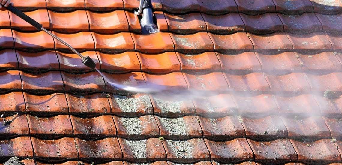 Tetőtisztítás magas nyomású mosóval